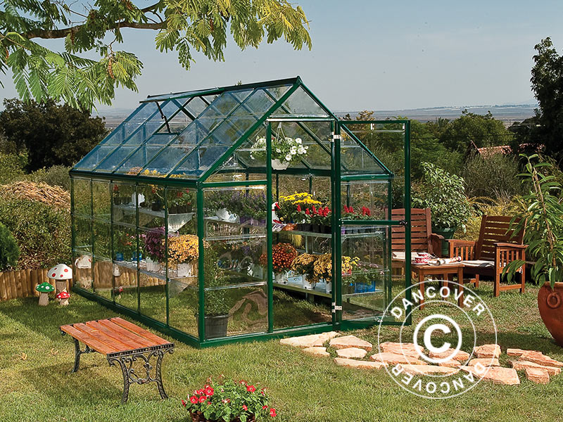 Polycarbonate greenhouse is durable