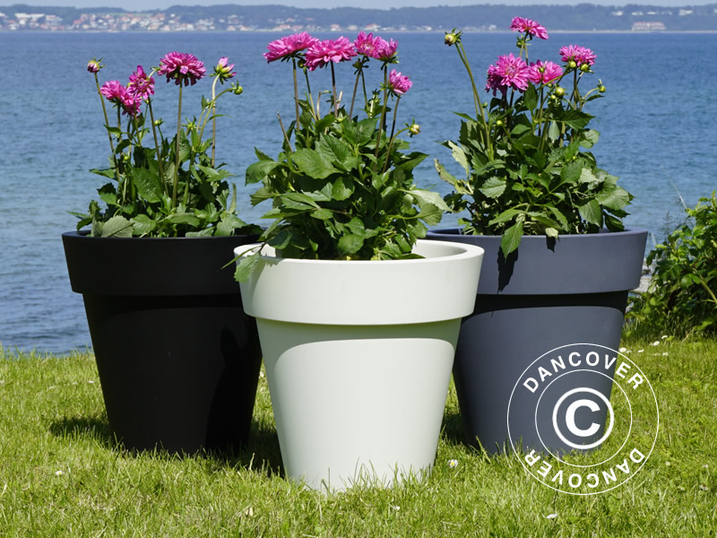 Lightweight planters in modern design